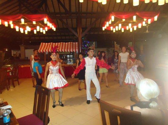 Peninsula Beach Resort Tanjung Benoa: hotel dance