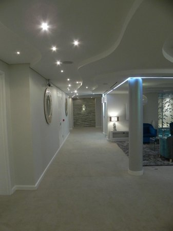 Views Boutique Hotel & Spa: Hallway...