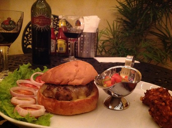 The Fort Grill: Burger