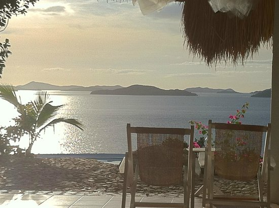 AL FARO Cosmio Hotel Palawan: Aussicht vom Speisesaal