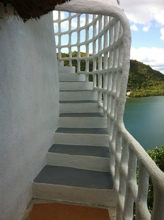 AL FARO Cosmio Hotel Palawan: Weg ins Top Tower Zimmer