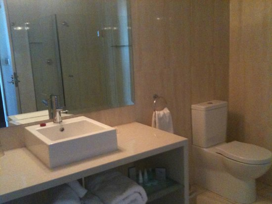 Lakes Resort Hotel: Nice bathroom
