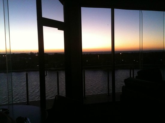 Lakes Resort Hotel: sunset from bed
