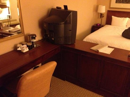 Radisson Hotel Phoenix / Chandler: coffee and comfy desk chair.