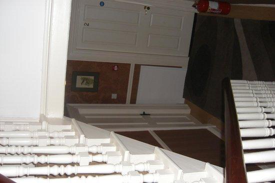 Donnybrook Hall Hotel: landing