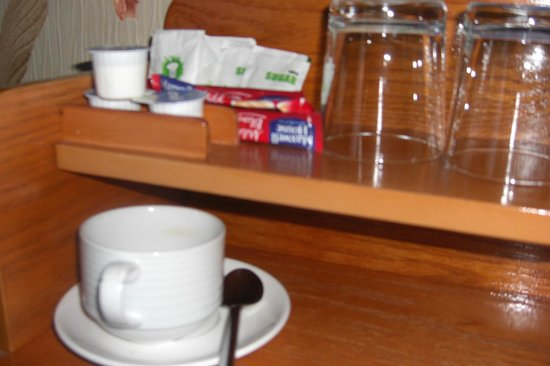 Donnybrook Hall Hotel: tea/coffee in room 4