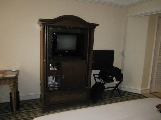 Hotel Gran Mahakam Jakarta: TV