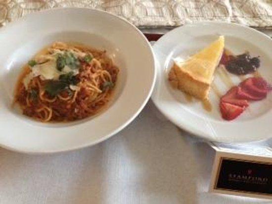 Stamford Plaza Sydney Airport: spaghetti bolognese and keylime tart