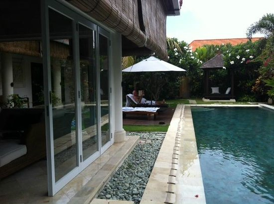 The Zen Villas: 15 metre pool and loungers