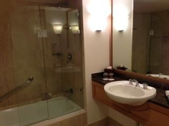 Stamford Plaza Sydney Airport: bathroom of 616