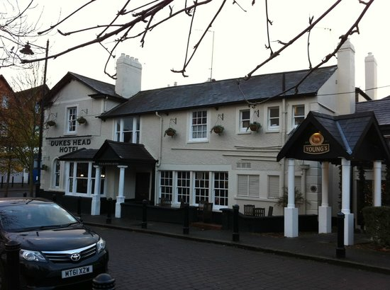 Duke's Head Hotel Wallington: pub from street