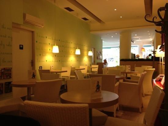 Green Tree Cafe: Cafe at Obhodna street