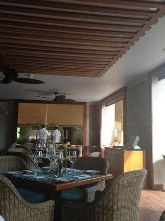 เคมปินสกี้เซเชลเลสรีสอร์ท: lazare cafe