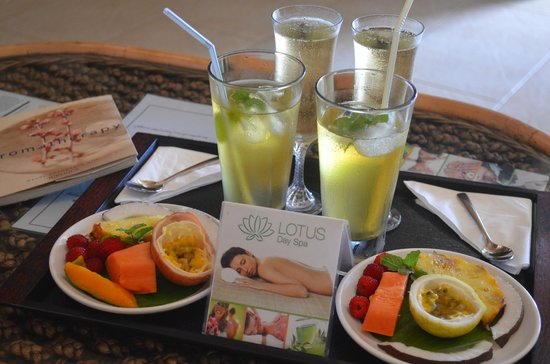 Lotus Day Spa & Cafe: Our refreshments with complimentary champagne!