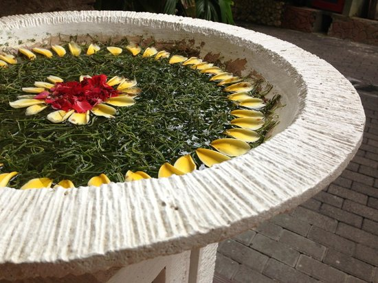 Ramayana Resort & Spa: Their attention to flower (not service) detail is amazing.