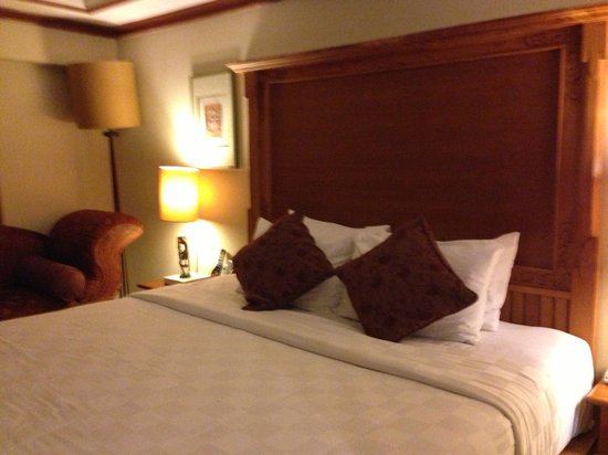 Ramayana Resort & Spa: Bedroom. Comfortable bed, fit for a king.