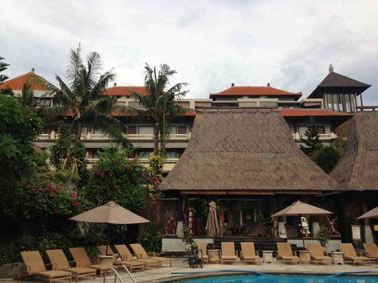 Ramayana Resort & Spa: The pool area, which is quite nice.