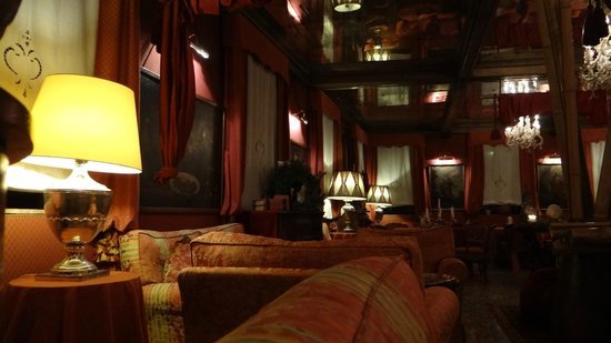 Metropole Hotel: lounge