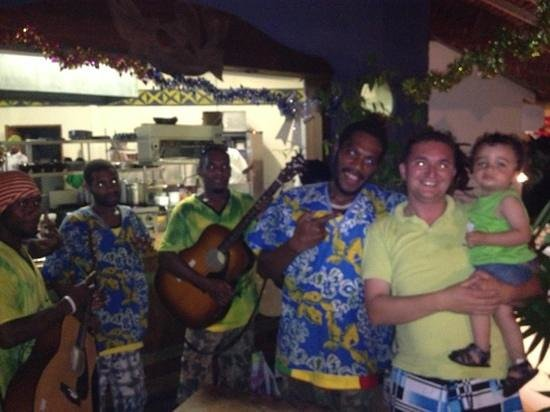 Hideaway Island Resort & Marine Sanctuary: Thursday night band.