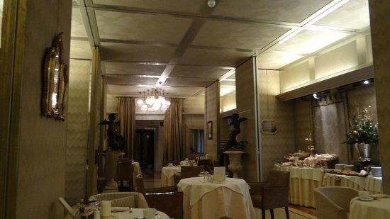 هوتل متروبول: restaurant bfast 