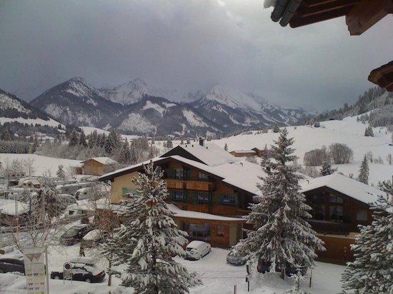 Hotel Lumberger Hof: Aussicht vom Balkon, nach Neuschnee
