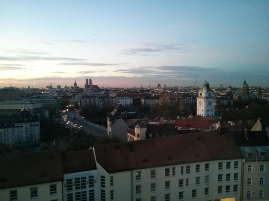 Holiday Inn Munich - City Centre: View from 11th floor to the west