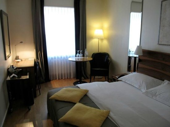 Central Plaza Hotel: Room