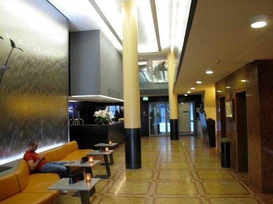 Central Plaza Hotel: Lobby