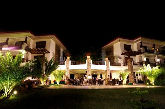 Hotel Masfino: Night pic