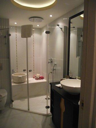 Ottoman Hotel Park: salle de bain