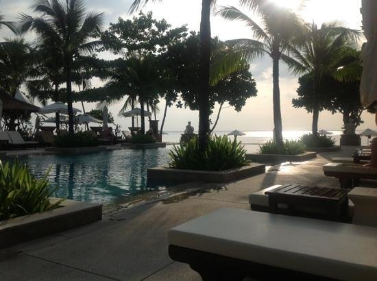 Layana Resort and Spa: Sunset shot from the pool. Book this hotel!