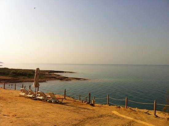 Kempinski Hotel Ishtar Dead Sea: dead sea near Kempinski
