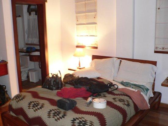 Hotel Acoma: une chambre pour couple avec salle de bain au rdc