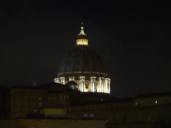 A View of Rome: Kuppel Petersdom bei Nacht