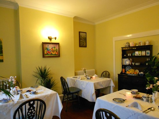 Miramar Guesthouse: Dining room