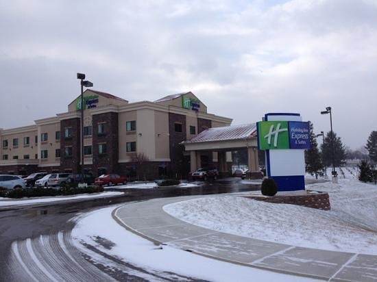 Holiday Inn Express Hotel & Suites Lewisburg : exterior of Holiday Inn Dec 2012