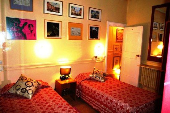 Hostal La Fontana: Habitacion con dos camas, Baño,TV,Calefacion,Wifi