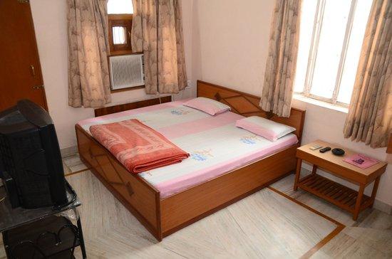 Hotel Krishnam Palace: Chambre double