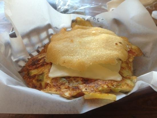 El Carey Cafe & Beach Shop: arepa with egg and veggies