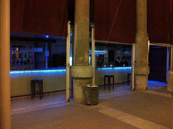 Entrance - 1001 Direk Sarnıcı, İstanbul Resmi - TripAdvisor