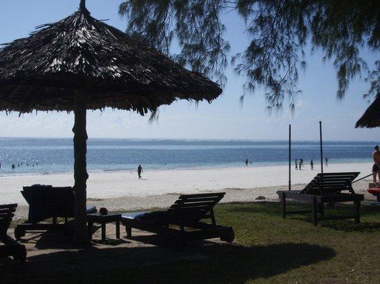 Diani Sea Lodge: Vista dalla spiaggia