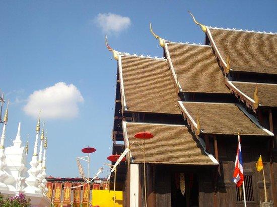 Wat Pan Tao: Rooftop also Teakwood