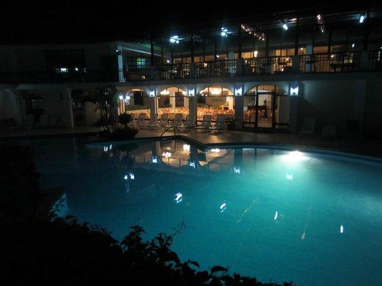 Hotel La Riviera de Atitlan : pool at night