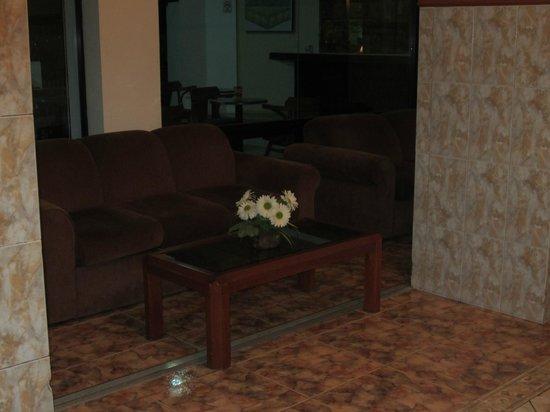 Hotel La Riviera de Atitlan: lobby
