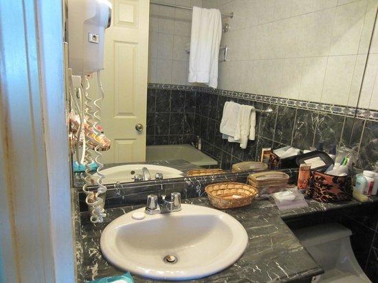 Hotel La Riviera de Atitlan: nice bathroom