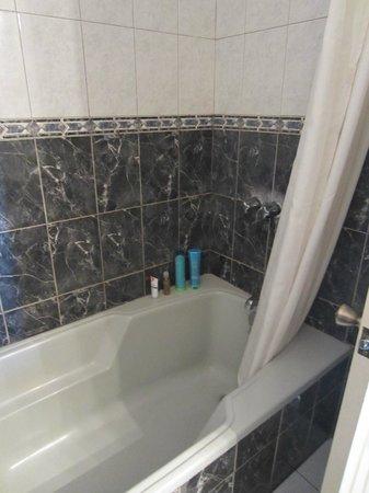 Hotel La Riviera de Atitlán: good water pressure