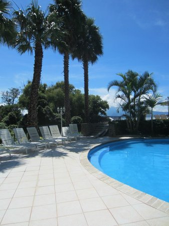 Hotel La Riviera de Atitlan : pool in the morning