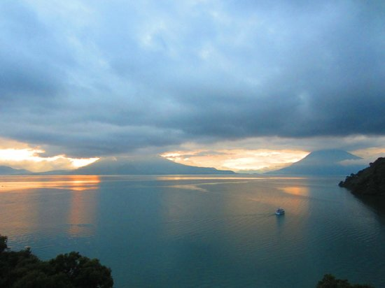 Hotel La Riviera de Atitlan: sunset from room