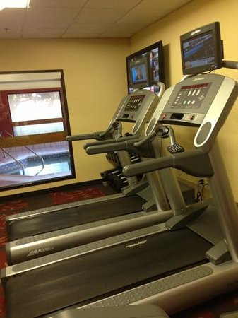 Courtyard Raleigh-Durham Airport/Morrisville : fitness center, two treadmills, elliptical, and bike and small weights.