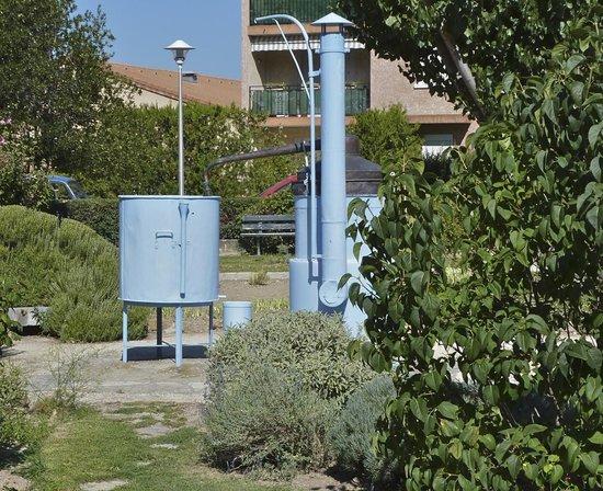 Jardin des Aromes : distillation aromatique (pièce de musée)